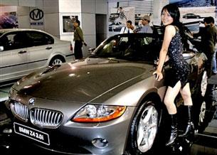 Xe hơi đủ loại được nhập về. AFP photo