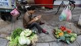 Vietnam-street-vendor-305.jpg