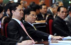 Bộ ba lãnh đạo VN, các ông Nguyễn Tấn Dũng, Nguyễn Minh Triết, Nông Ðức Mạnh (từ trái sang) tại phiên họp Quốc hội hôm 20-5-2009 ở Hà Nội. AFP photo