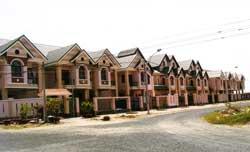 Một Khu đô thị mới đang xây dựng tại một phần Khu lấn biển Rạch Giá, Kiên Giang. Photo courtesy of danlentieng.net