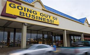 Kinh tế rơi vào suy trầm, tỉ lệ thất nghiệp tăng cao, mức tiêu thụ giảm, nhiều doanh nghiệp phải tuyên bố phá sản.<br />