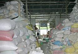 Kho chứa gạo tự xây của nông dân. RFA file photo.