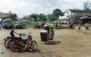 Bến xe chợ mới An Lộc năm 1969. Photo courtesy of  binhlongblog.