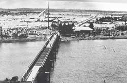 Cầu Hiền Lương năm 1961. Photo courtesy of Wikipedia.