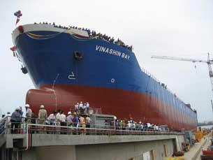 Tàu của tập đoàn Vinashin.