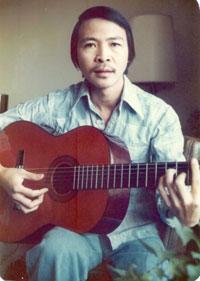"""Hình nhạc sĩ Nam Lộc khi vừa sáng tác xong bài """"Saigon oi! Vinh biệt"""" vào ngày 12 tháng 11, 1975. Hình do nhạc sĩ cung cấp."""