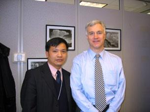 Luật sư Nguyễn Văn Đài thăm Bộ Ngoại Giao Hoa Kỳ năm 2006. Source ng-van-dai-blog