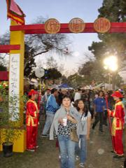 Cổng vào chợ Tết Việt Nam