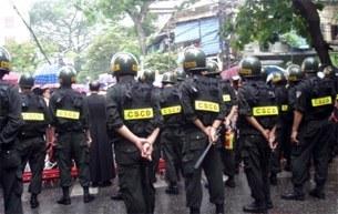 Hanoi-police-catholic-305.jpg