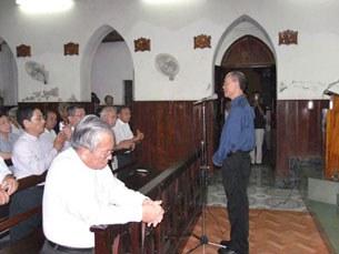 Tổng Giám mục Ngô Quang Kiệt giã từ trước khi đi Hoa Kỳ
