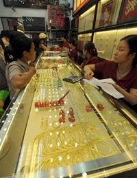Một tiệm vàng ở Hà Nội. AFP photo