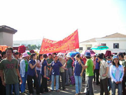 Ðình công bao giờ cũng có yếu tố lương bổng của người lao động. Photo courtesy of vietnamnet.vn