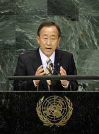 Tổng thư ký Liên Hiệp Quốc Ban Ki-Moon phát biểu tại Hội Nghị Cấp Cao Về Các Mục Tiêu Phát Triển Thiên Niên Kỷ trong trụ sở Liên Hợp Quốc - New York, ngày 20 tháng 09 năm 2010. AFP PHOTO / Emmanuel Dunand.