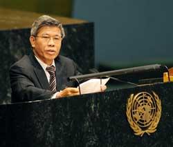 Ông Lê Đức Thúy, cựu Thống đốc ngân hàng nhà nước Việt Nam trong một lần phát biểu tại LHQ hồi tháng 06/2009. AFP PHOTO.