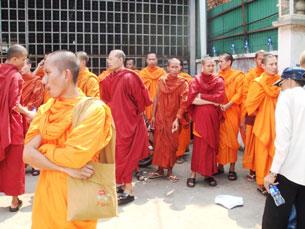 Các nhà sư Khmer Krom biêu tình bất bạo động đòi tự do tôn giáo. RFA file