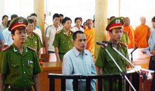 Chính quyền Việt Nam ở An Giang bắt xử nhà sư Khmer Tim Sakhorn tháng 5 -2007 với tội khích động người dân đi khiếu kiện. photo courtesy of Khmerization