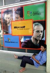 Gian hàng điện tử phần mền Microsoft. AFP