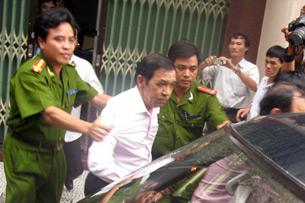 Ông Huỳnh Ngọc Sỹ bị công an bắt vì liên quan vụ hối lộ dự án đại lộ Đông – Tây ở TPHCM hay còn gọi là vụ PCI hôm 11-2-2009. File photo.