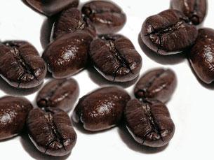 Những hạt cà phê được rang kỹ trước khi xay . Ảnh minh họa