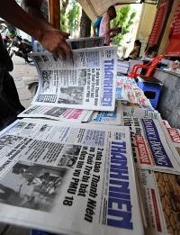 Dư luận Việt Nam xôn xao trước tin 2 phóng viên nhiều uy tín của hai tờ báo lớn nhất nước bị bắt giam và khởi tố vì những bài viết về vụ tham nhũng đánh bạc PMU18. AFP PHOTO.