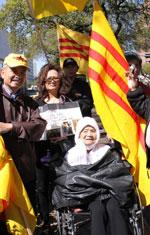 Một cụ bà 98 tuổi cũng tham dự cuộc xuống đường. Photo by Hiền Vy, RFA