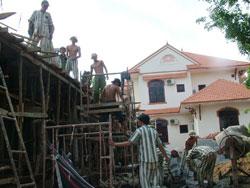 Phạm nhân trại giam Xuân Lộc đang lao động ngoài trại. Photo courtesy of VietnamNet