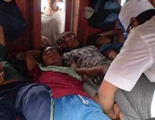 """Các ngư dân Lý Sơn, nạn nhân trong một vụ """"tàu lạ"""" đâm chìm tàu đánh cá vào tháng 7/2009. Photo courtesy of Tienphong."""