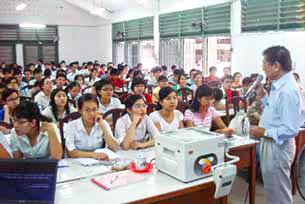 Sinh viên trường ĐH Y khoa Phạm Ngọc Thạch trong giờ học, ảnh chụp năm 2009.