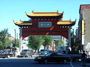 Cộng đồng người Việt ở thành phố Montreal, Canada, thường mua bán tại phố Tàu, nhưng nay đang tạo dựng một khu thương mại của người Việt. hình wikipedia