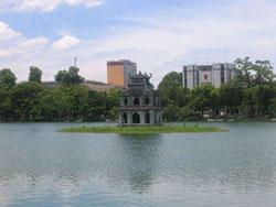Hồ Hoàn Kiếm với Tháp Rùa. Photo courtesy of Wikipedia.