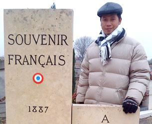 Nhà thơ Bùi Chát chụp năm 2010. RFA file