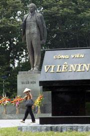 Tượng Lênin được dựng trong công viên ở Hà Nội