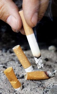 Hình minh họa hút thuốc lá. AFP Photo/ Indranil Mukherjee.
