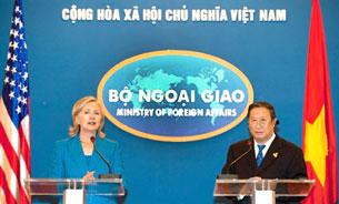 Ngoại Trưởng Hoa Kỳ Hillary Clinton đến Việt Nam