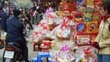 Càng gần đến cuối năm các cửa hàng, các siêu thị ở Hà Nội cũng như tại Saigon càng đua nhau bày hàng Tết
