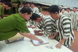 Hơn 10.000 tù nhân đã được ân xá hôm 30/8/2011, vào dịp Quốc khánh, trong đó chỉ có 2 tù chính trị. AFP