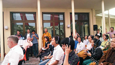 Các nhà hoạt động dân sự Việt Nam tham dự cuộc gặp tại Đại sứ quán Đức ở Hà Nội hôm 30/3/2015.