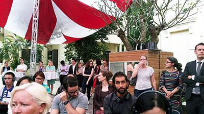 Khung cảnh bên trong sân Đại sứ quán Đức hôm 30/3/2015.