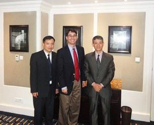 (Từ trái) Luật sư Nguyễn văn Đài, ông Frank Jannuzi và  Bác sĩ Phạm Hồng Sơn