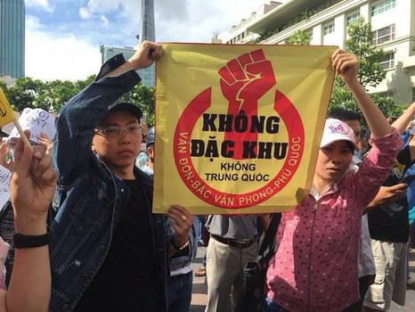 Dân biểu tình phản đối dự luật đặc khu hôm 10/6/2018.