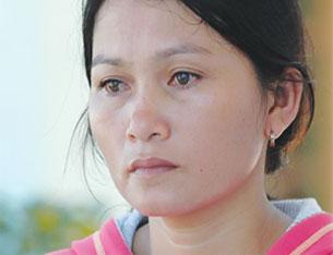 Chị Bùi Thị Thủy ở Bình Châu, có chồng là ngư dân bị mất tích ở vùng biển Hoàng Sa.