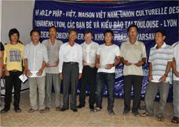 Giúp đỡ các ngư dân Lý Sơn. Photo Ho Cuong Quyet