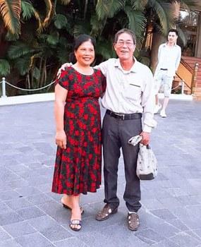 Nhà thơ Trần Đức Thạch và vợ, bà Nguyễn Thị Chương.