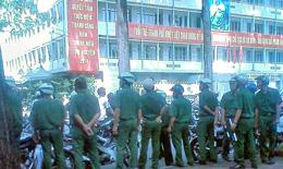Đường phố nào cũng gặp các nút chặn của công an (Dongchuacuuthe)