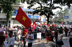 protest-against-china-thuy-ta-06052011-250.jpg