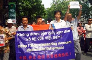 Người biểu tình phản đối Trung Quốc bắn giết ngư dân Việt Nam.