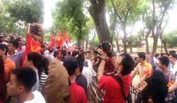 Biểu tình phản đối Trung Quốc xâm phạm lãnh hải Việt Nam trước Đại sứ quán Trung Quốc ở Hà Nội sáng 11/05/2014
