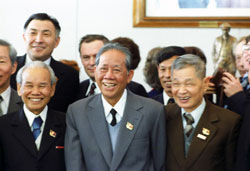 Tổng thư ký ĐCS Việt Nam Lê Duẩn tại Đại hội lần 16 của Đảng Cộng sản Liên Xô tổ chức tại điện Kremlin hôm 23/2/1981. AFP photo
