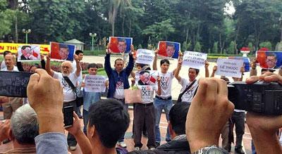 Cuộc biểu tình chống Tập Cận Bình tại Hà Nội nhanh chóng bị CA đàn áp. Ảnh: Facebook Lan Lê