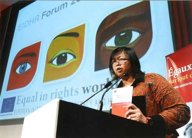 Bà Debbie Storhard, tổng thư ký FIDH (Liên Đoàn Quốc tế Nhân quyền)  một thành viên trong Ban tổ chức Diễn đàn Công dân ASEAN
